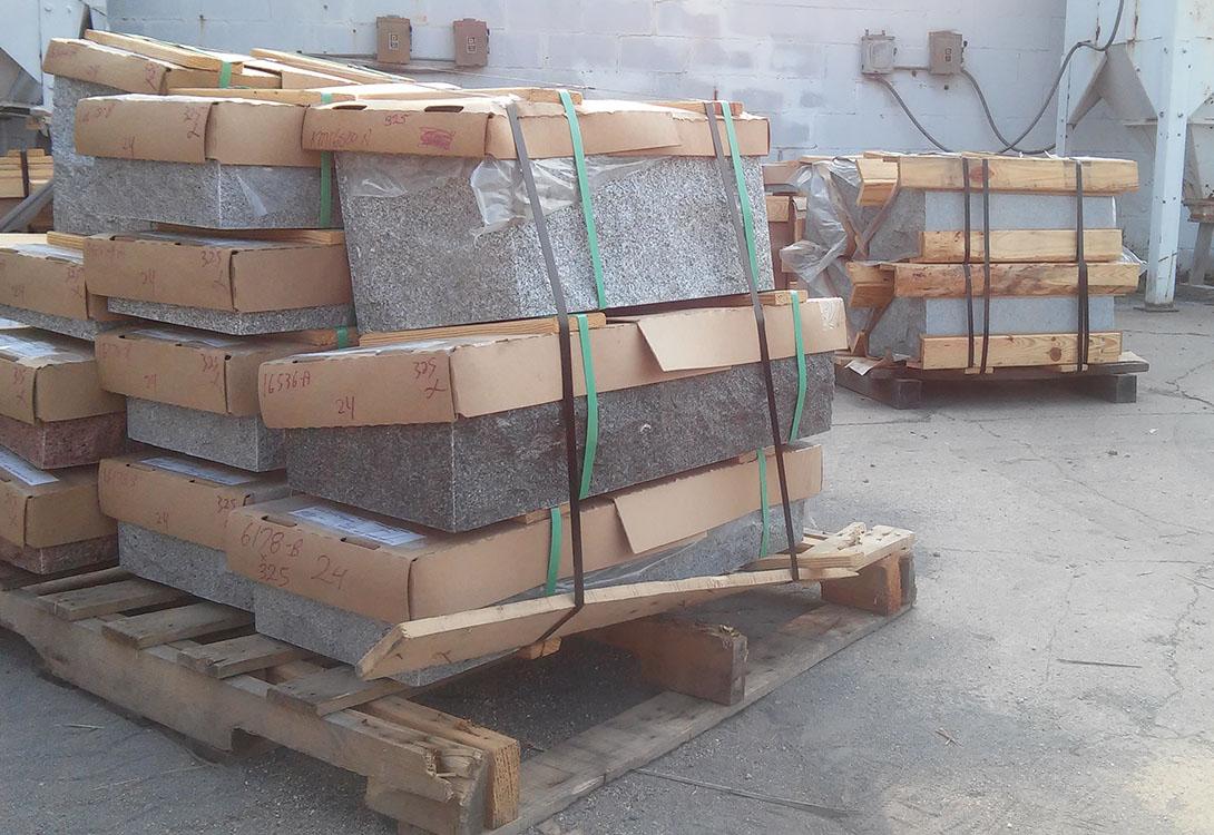 Monument production - Building granite memorials